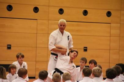 Jürgen Kastner ist Meister im 8. Dan - er vermittelt Praxiswissen im Bereich Selbstverteidigung bei Black Eagle in Göllheim nahe Kirchheimbolanden